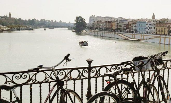 alquiler de bicicletas en sevilla puente de triana